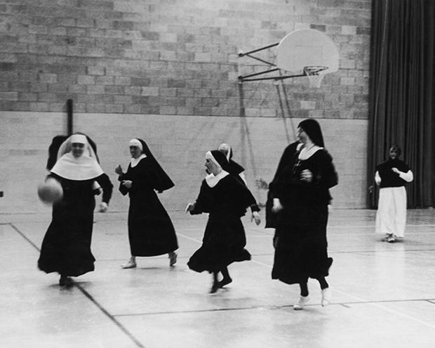 Members of the Order Of The Sisters Of The Cross training on a basketball court at the College Saint-Laurent in Montreal, Canada, July 1962. The nuns are training to be sports teachers and will go on to teach in convents all over Quebec. (Photo by Bob Moyner/Keystone Features/Hulton Archive/Getty Images)